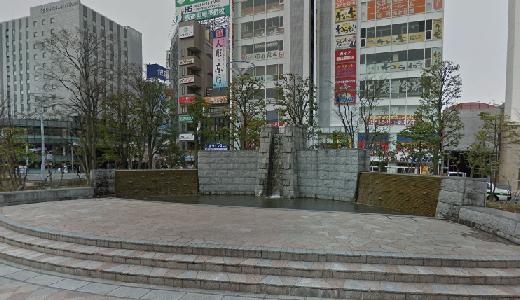 JR郡山駅西口駅前広場「滝」前